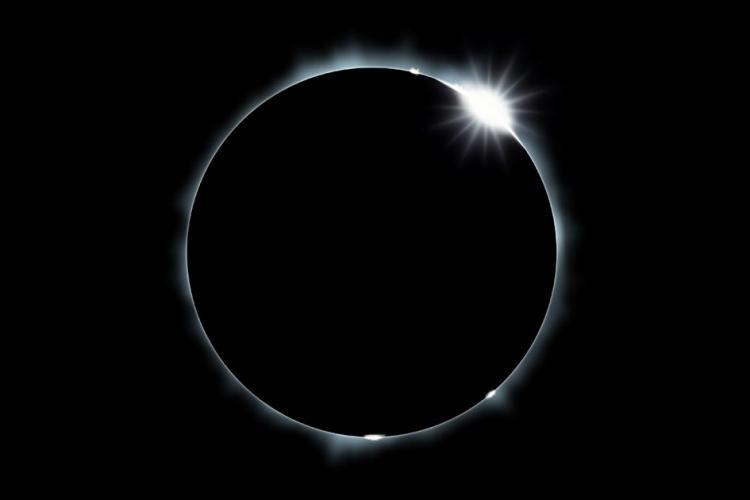 total-solar-elipse-diamondring
